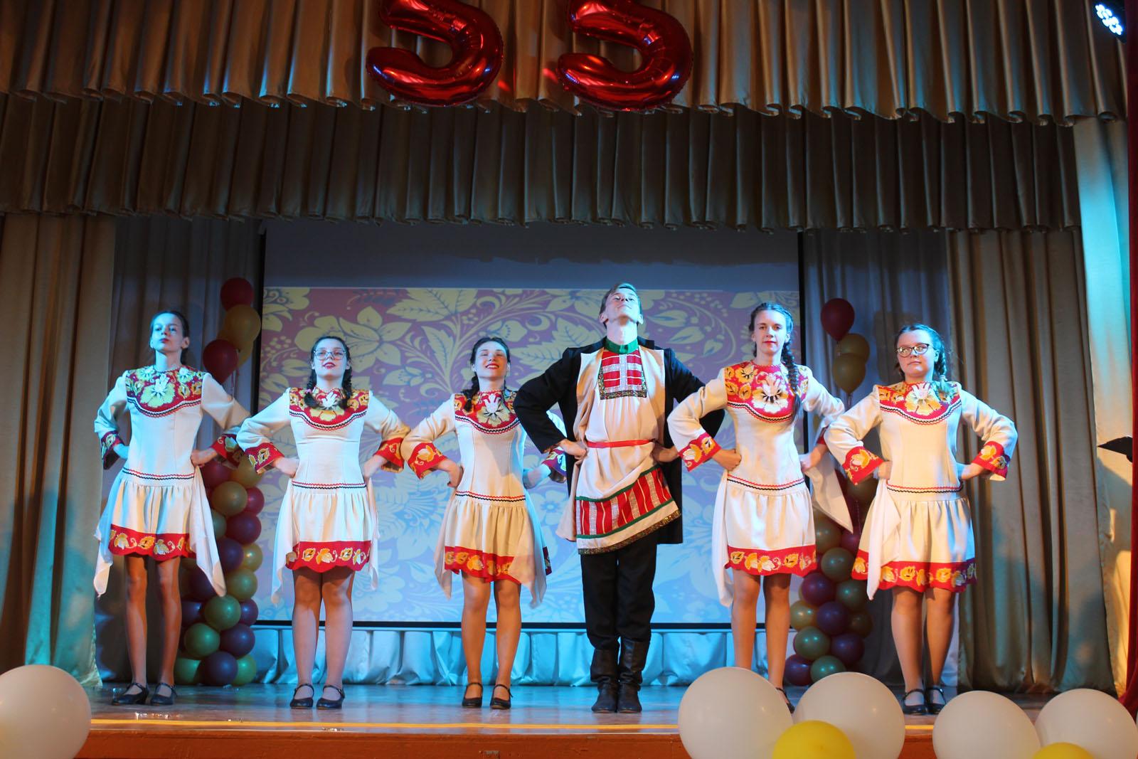 Нет лучше и милей России, и лучше наших танцев нет