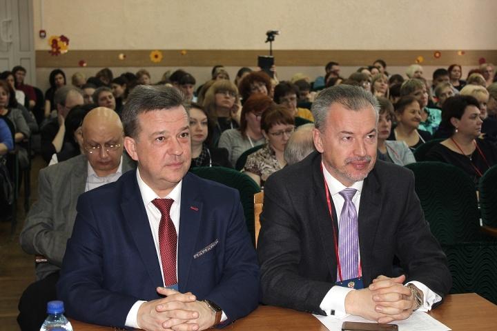 В Липецкой области обсуждают обучение детей с нарушениями зрения